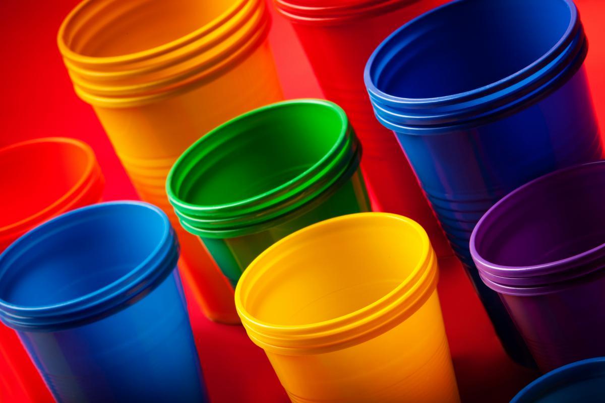 Рада придбала торік 111 тисяч одноразових стаканчиків / фото ua.depositphotos.com