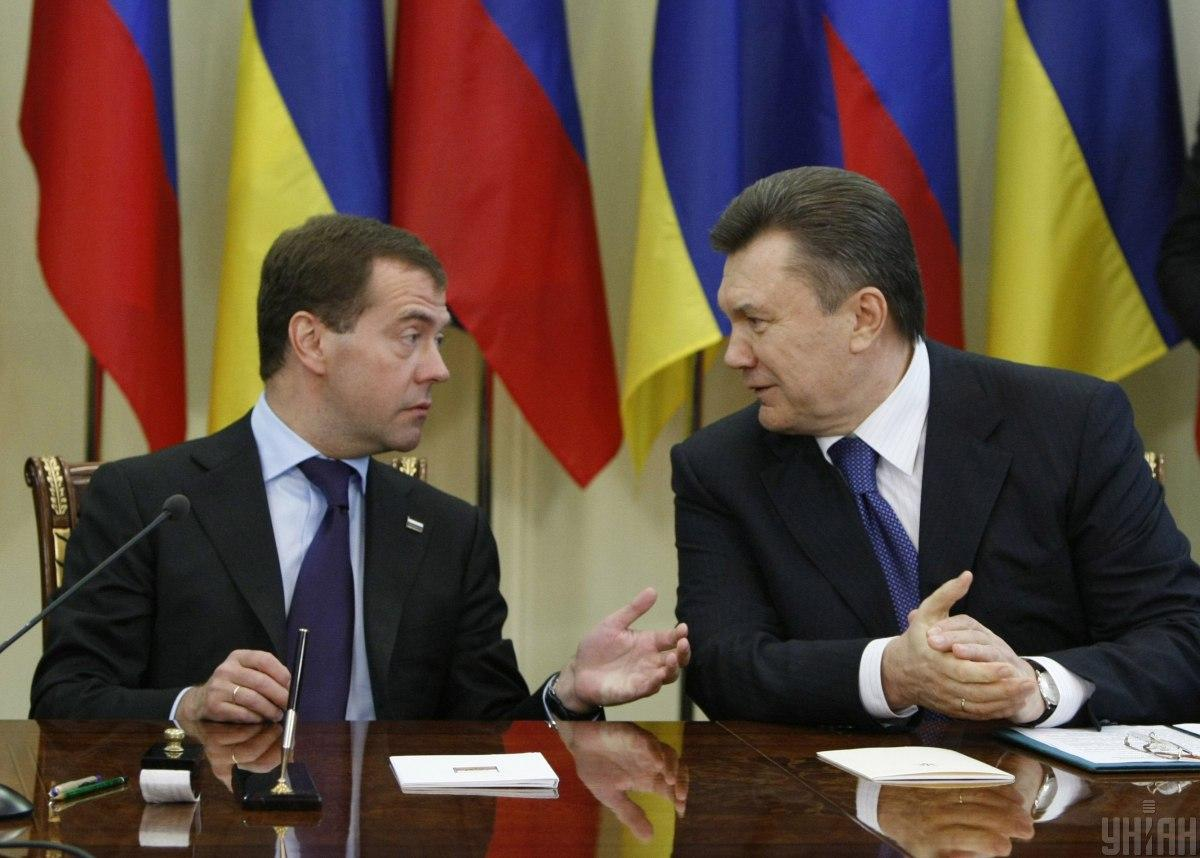 Yanukovych (right)signed the accords with Medvedev (left) in 2010 / Photo from UNIAN, by Andriy Mosienko