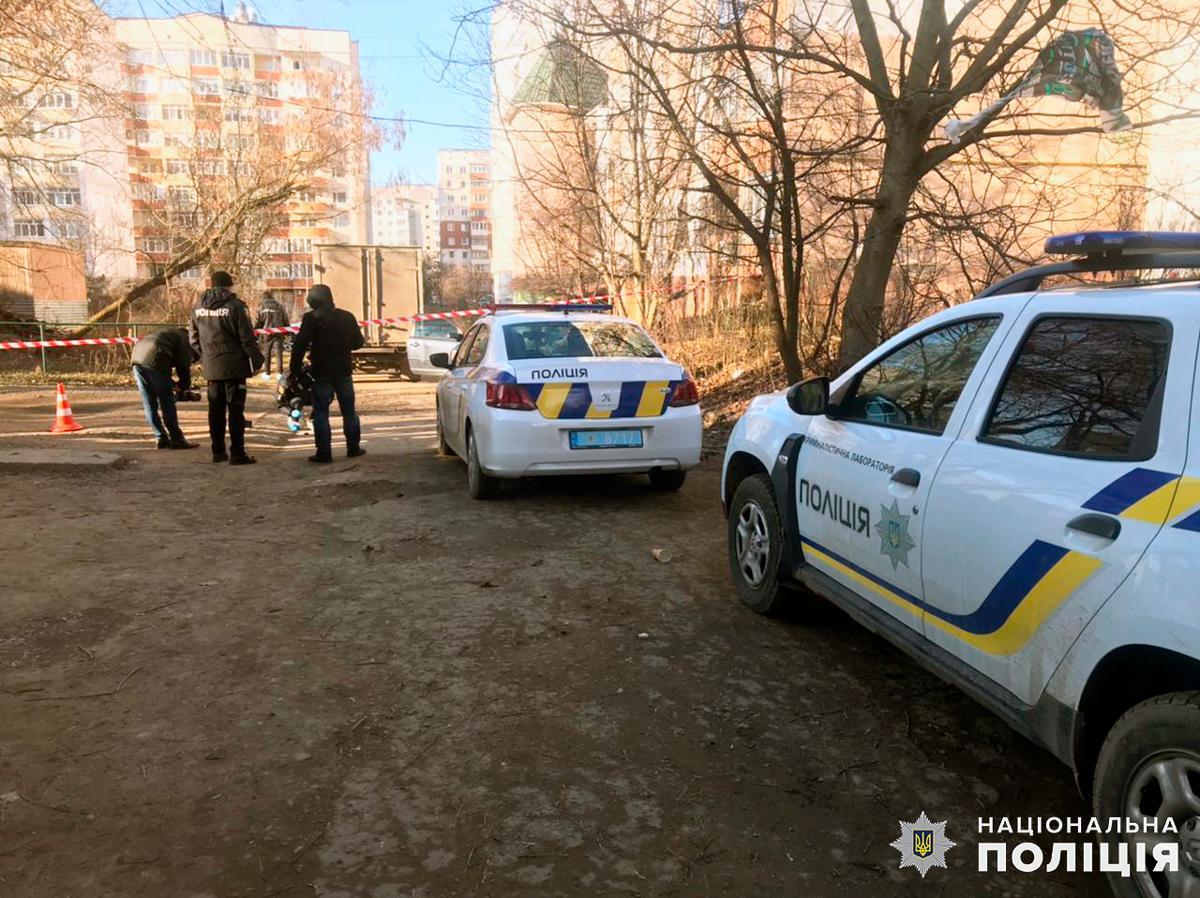 Обставини конфлікту із застосуванням палицьіневідомоїзброїз'ясовує поліція / фото cv.npu.gov.ua