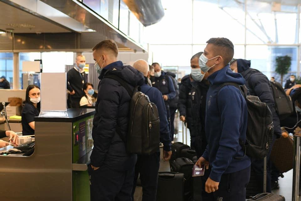 Игроки Динамо в аэропорту / фото Динамо Киев