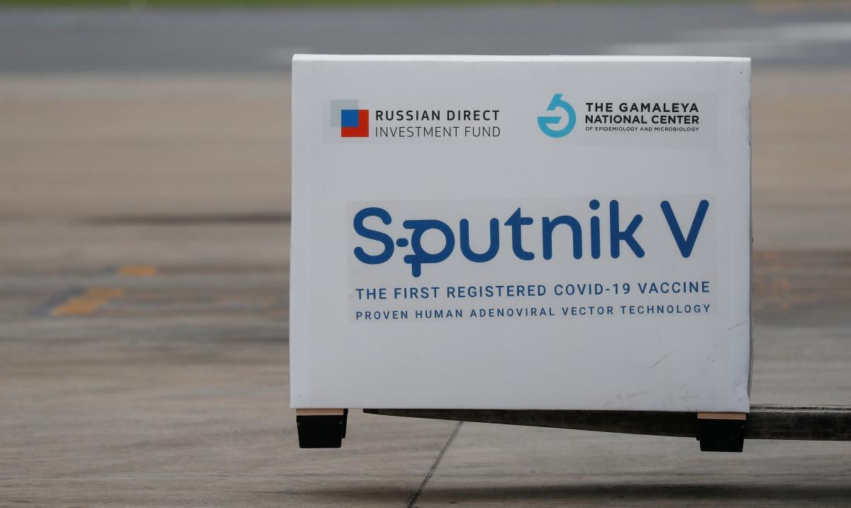 По словам Зеленского, в России пользуются тем, что вакцины из Европы идут в Украину очень долго / фото REUTERS
