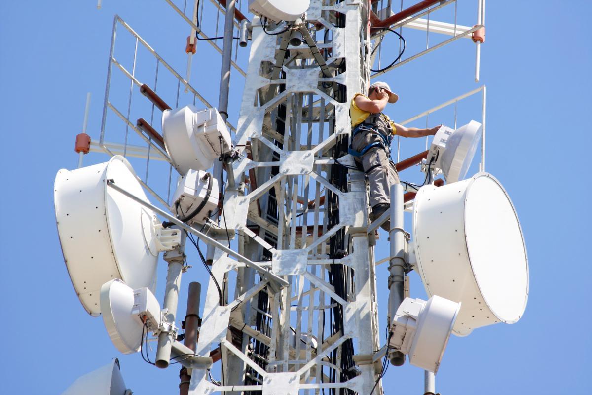 Минздрав повысил допустимый уровень электромагнитного излучения телеком-оборудования для ускорения развертывания мобильного интернета в Украине / фото ua.depositphotos.com