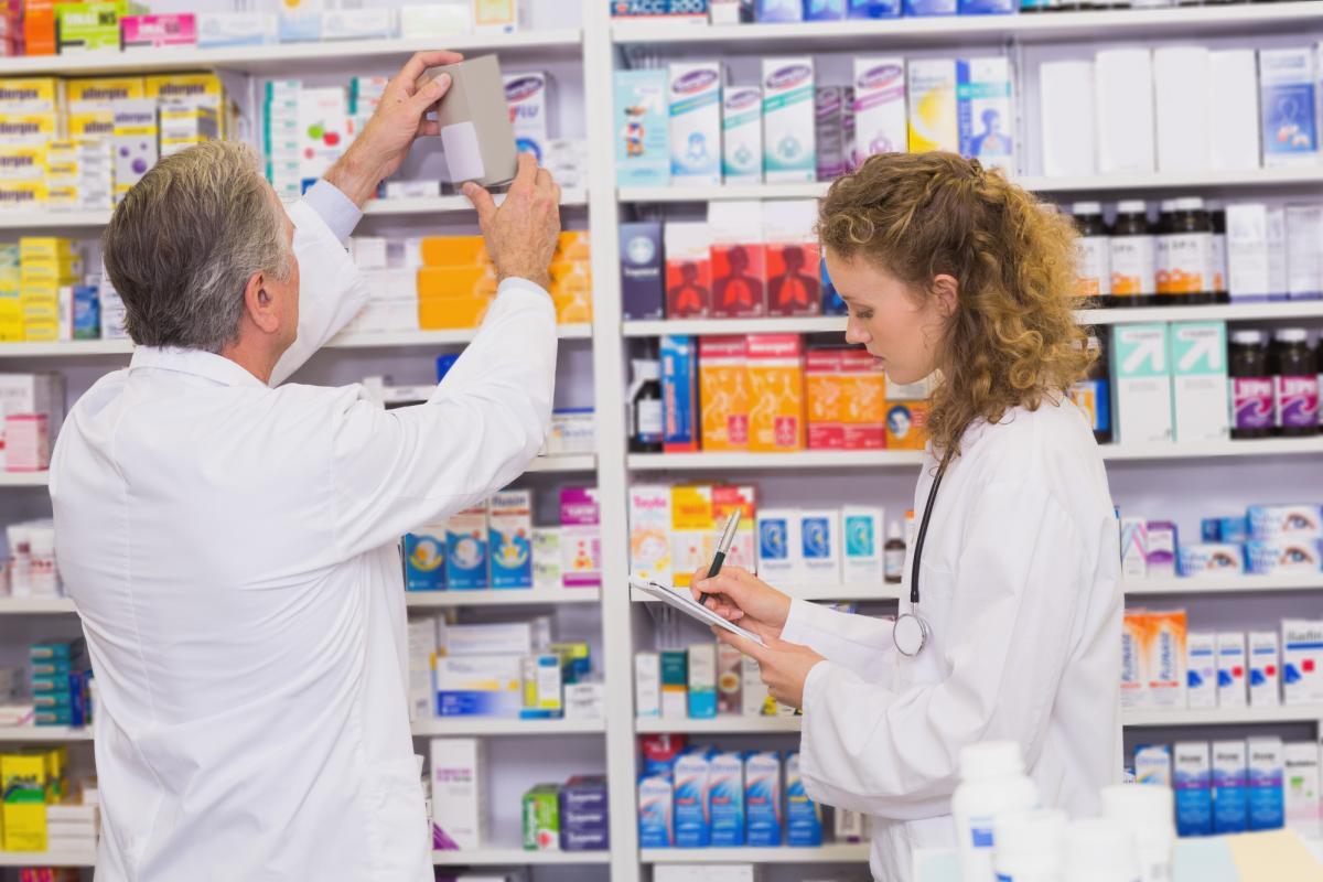 Закон запрещает реализацию лекарств лицам, не достигшим 14-летнего возраста / фото ua.depositphotos.com