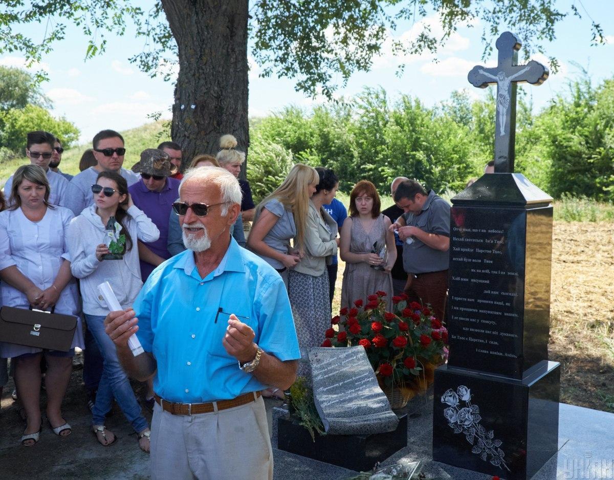 Батько Андрія КузьменкаВіктор на відкритті пам'ятного знаку на місці загибелі сина / фото УНІАН, Дмитро Альохін