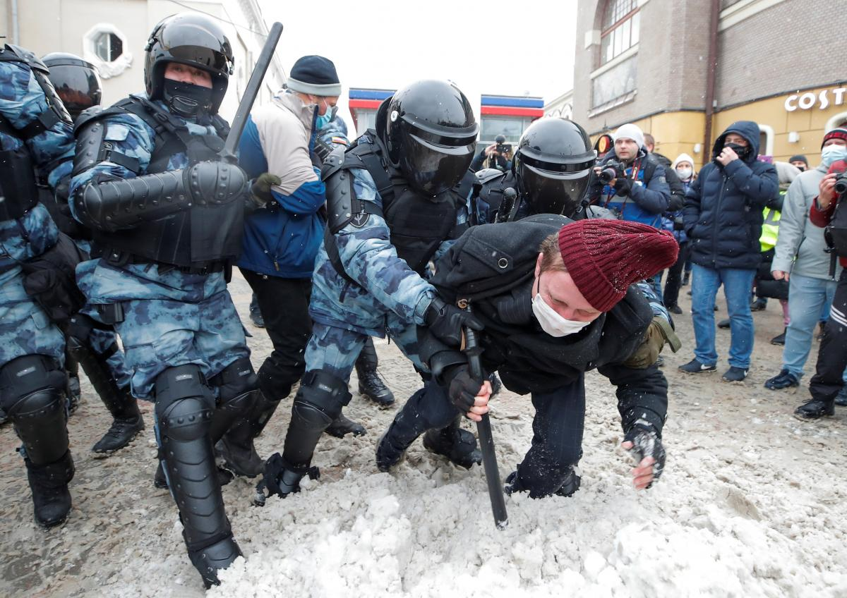 Russian opposition leader Navalny's wife among 3,000 detained