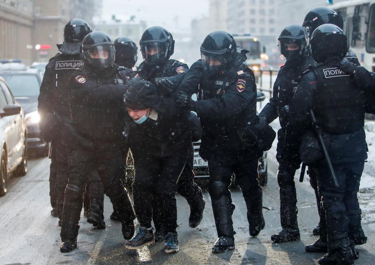 В России во время акций протеста 31 января задержали более 5 тысяч человек / фото REUTERS