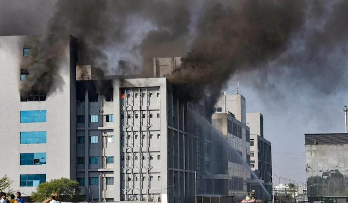 Пожар в Индии — горит крупнейший завод по производству вакцин —