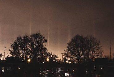 """""""Світлові стовпи"""": під Одесою в небі помітили рідкісне природне явище (фото)"""