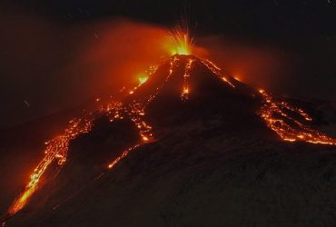Вулкан Етна на Сицилії став вивергатися з новою силою (відео)