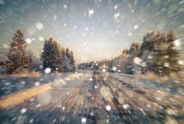 Частину України замете снігом: очікуються хуртовини та ожеледиця
