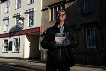 """Не пережил пандемию: в Оксфорде закрывается 450-летний паб, где любили заседать авторы """"Властелина колец"""" и """"Хроник Нарнии"""""""