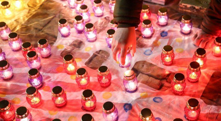 """В Киеве зажгли 244 лампадки в память о """"киборгах"""", защищавших Донецкий аэропорт (фоторепортаж)"""