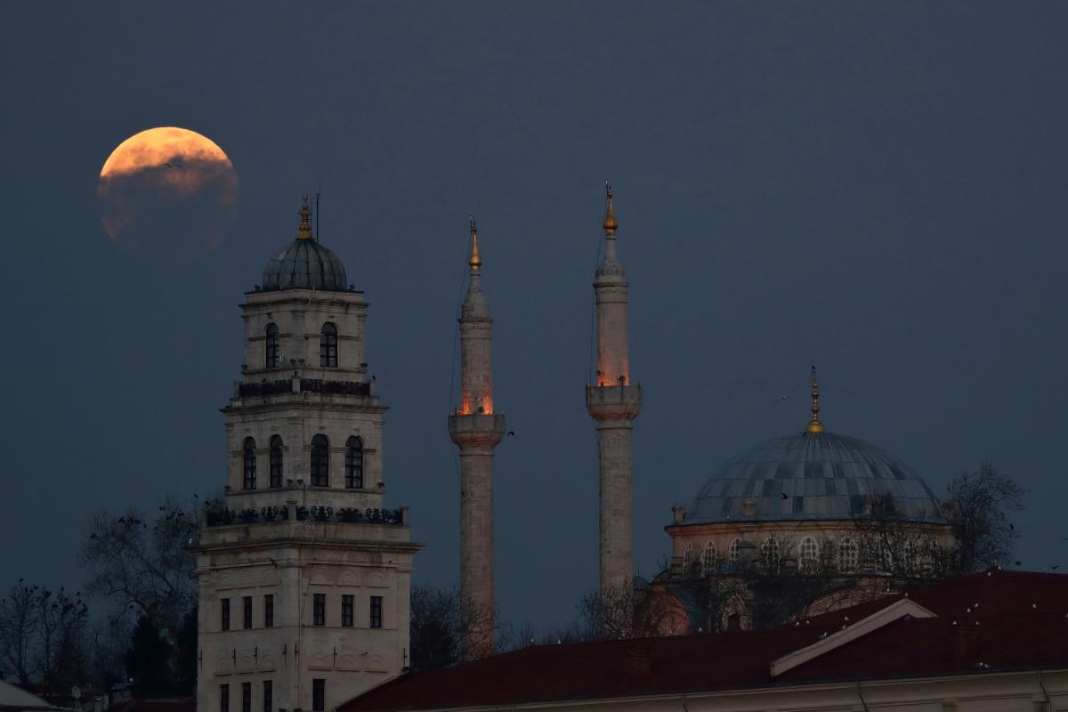 Стамбул вынужден привыкать к новому темпу жизни / фото REUTERS
