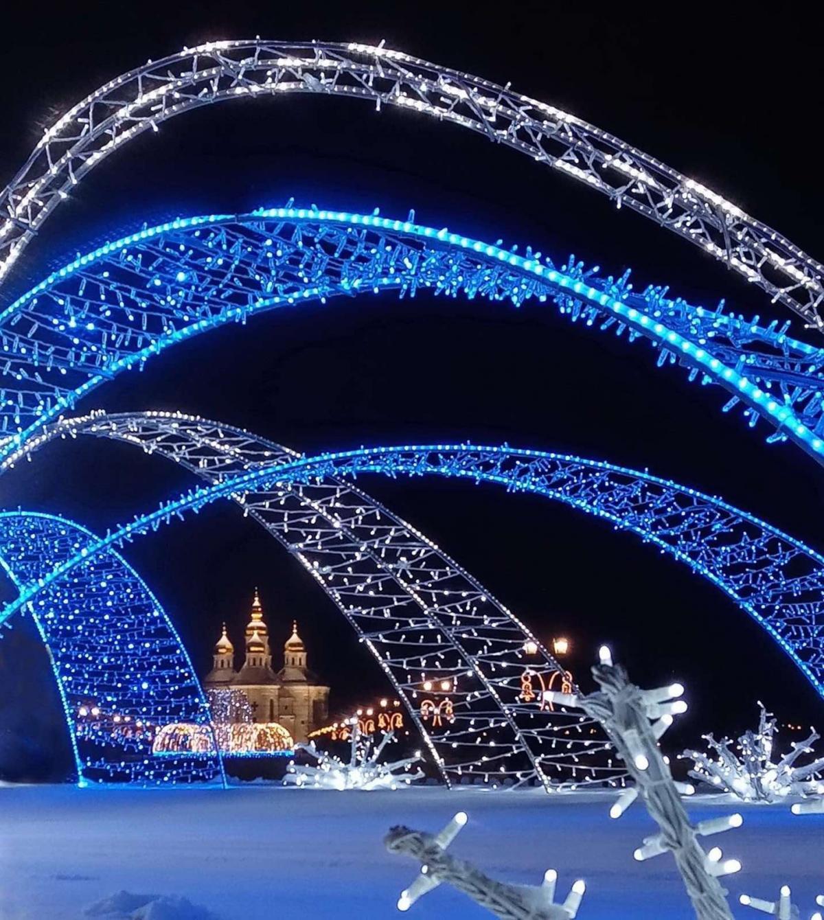 Катеринська церква в Чернігові зі святковою ілюмінацією / фото Антоніна Нечай