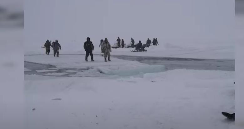 Оторванными от берега оказались около 40 человек / Скриншот
