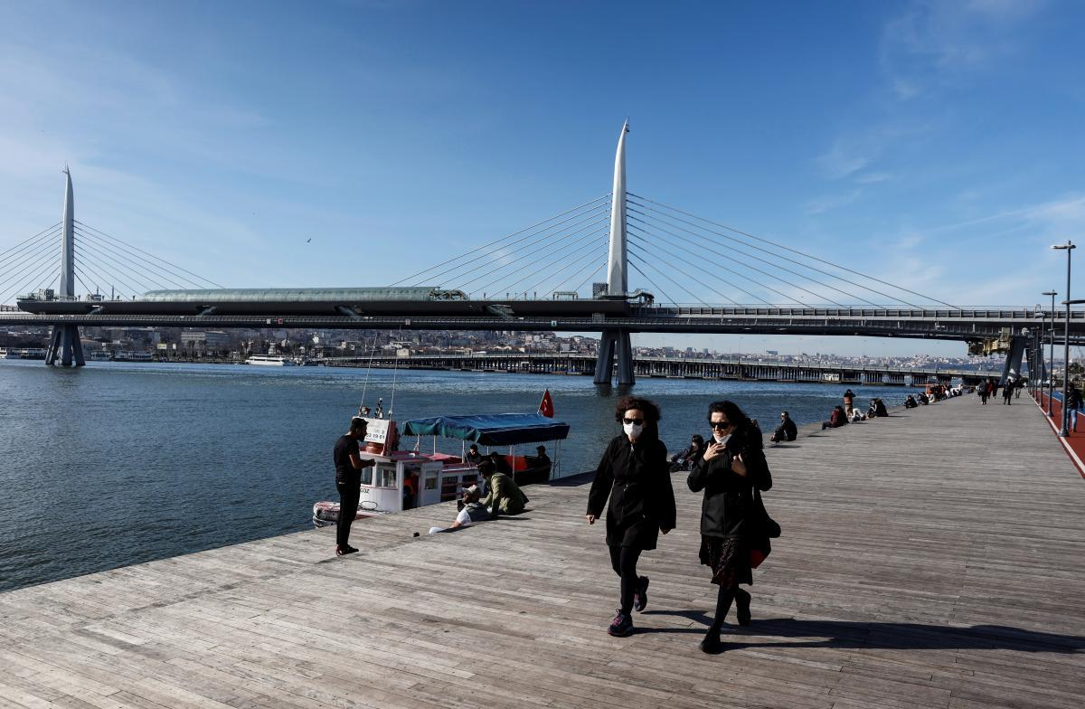 Зима в Стамбуле не такая холодная, как в Украине / фото REUTERS