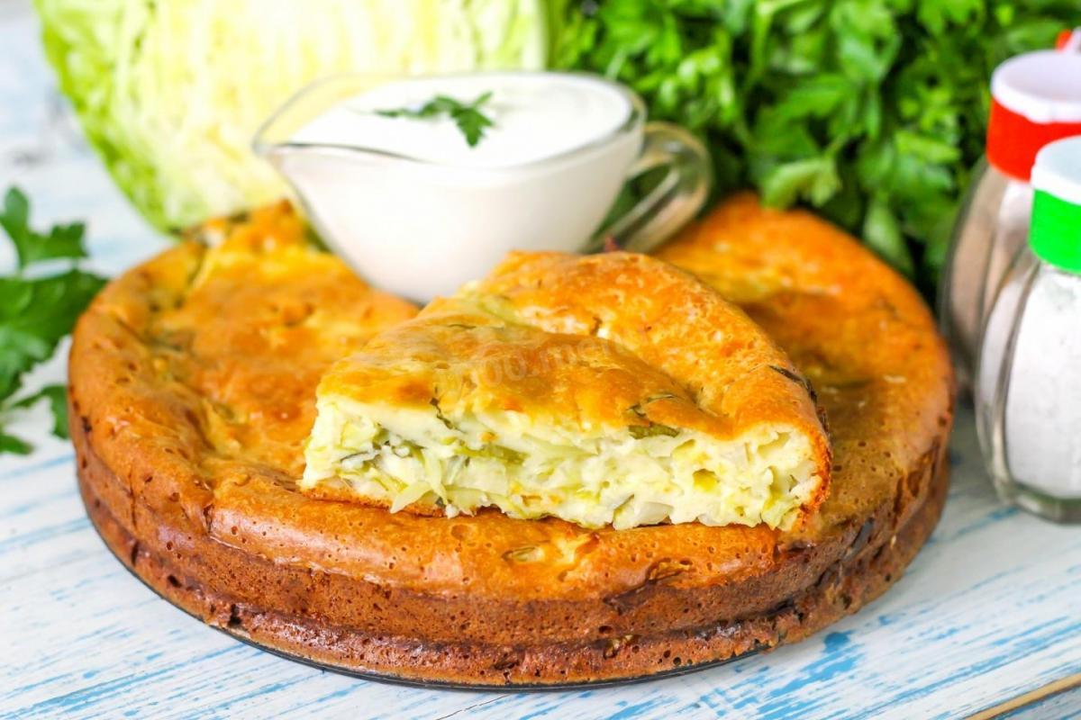 Заливной капустный пирог на сметане / фото 1000.menu