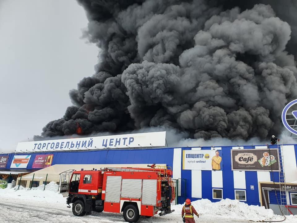 """Пожар в """"Эпицентре"""" 2 февраля / фото ГСЧС"""