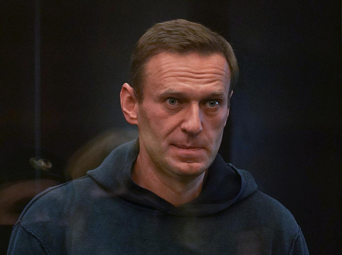 Алексей Навальный в зале суда/ фото REUTERS