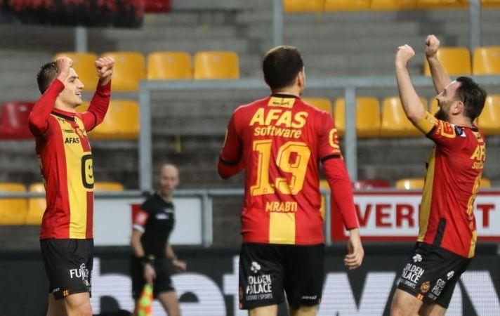 Марьян Швед (слева) забил второй гол команды / фото twitter.com/kvmechelen