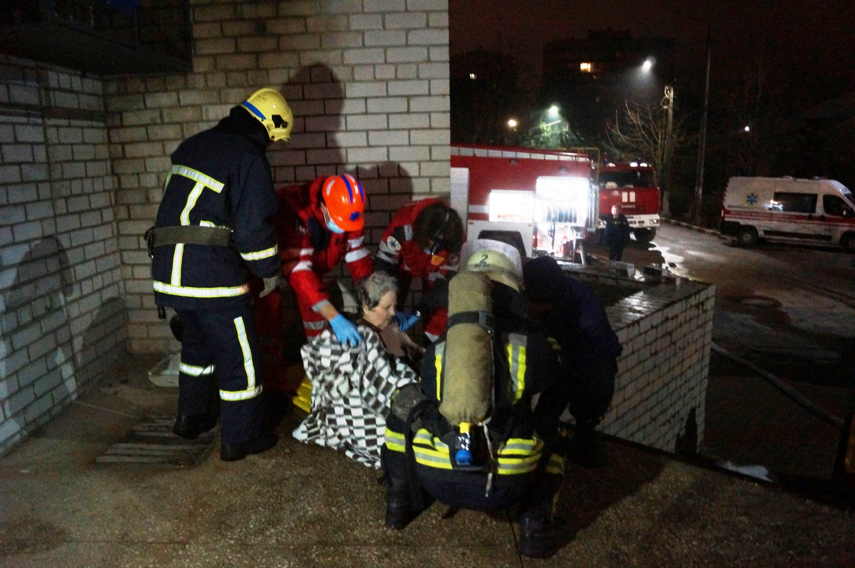 Спасатели эвакуировали больных \ zp.dsns.gov.ua