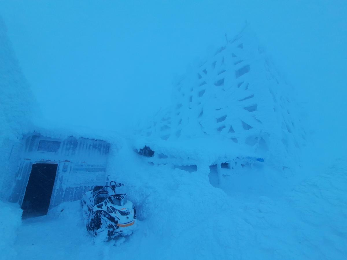 Черную гору заносит снегом / Фото facebook.com/chornogora.rescue112