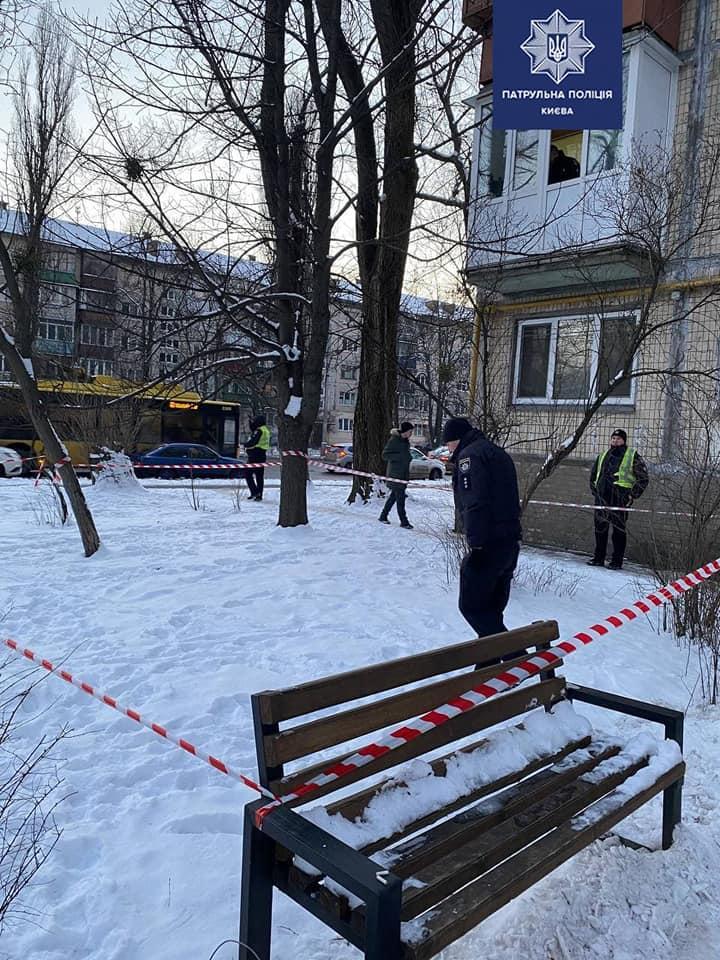 На месте стрельбы нашли гильзу / фото Патрульная полиция Киева