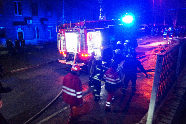 Спасатели успели вывести из пылающего здания несколько человек\ ГСЧС Запорожской области