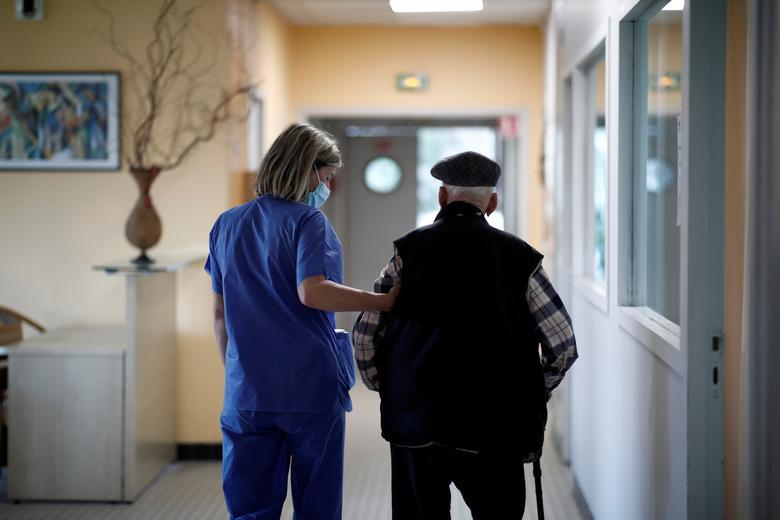 82% всех умерших в Украине от COVID-19-это пожилые люди / фото REUTERS