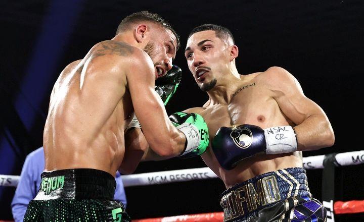 Теофимо Лопес победил Василия Ломаченко решением судей / фото BoxingScene
