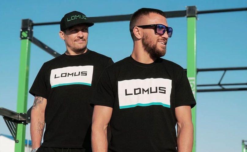 Александр Усик и Василий Ломаченко / фото instagram.com/lomus_shop