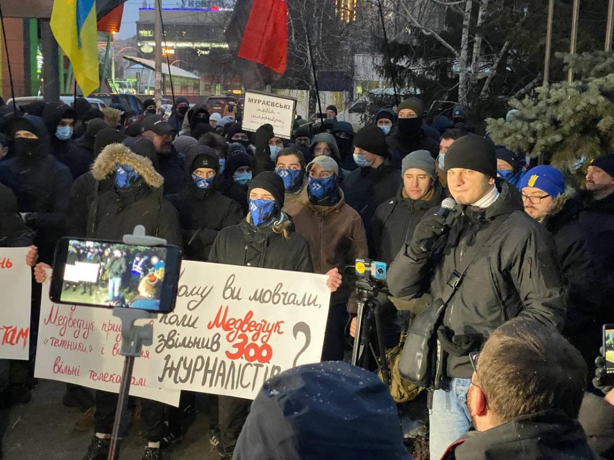 """Акция возле телеканала """"Наш"""" / фото strana.ua"""