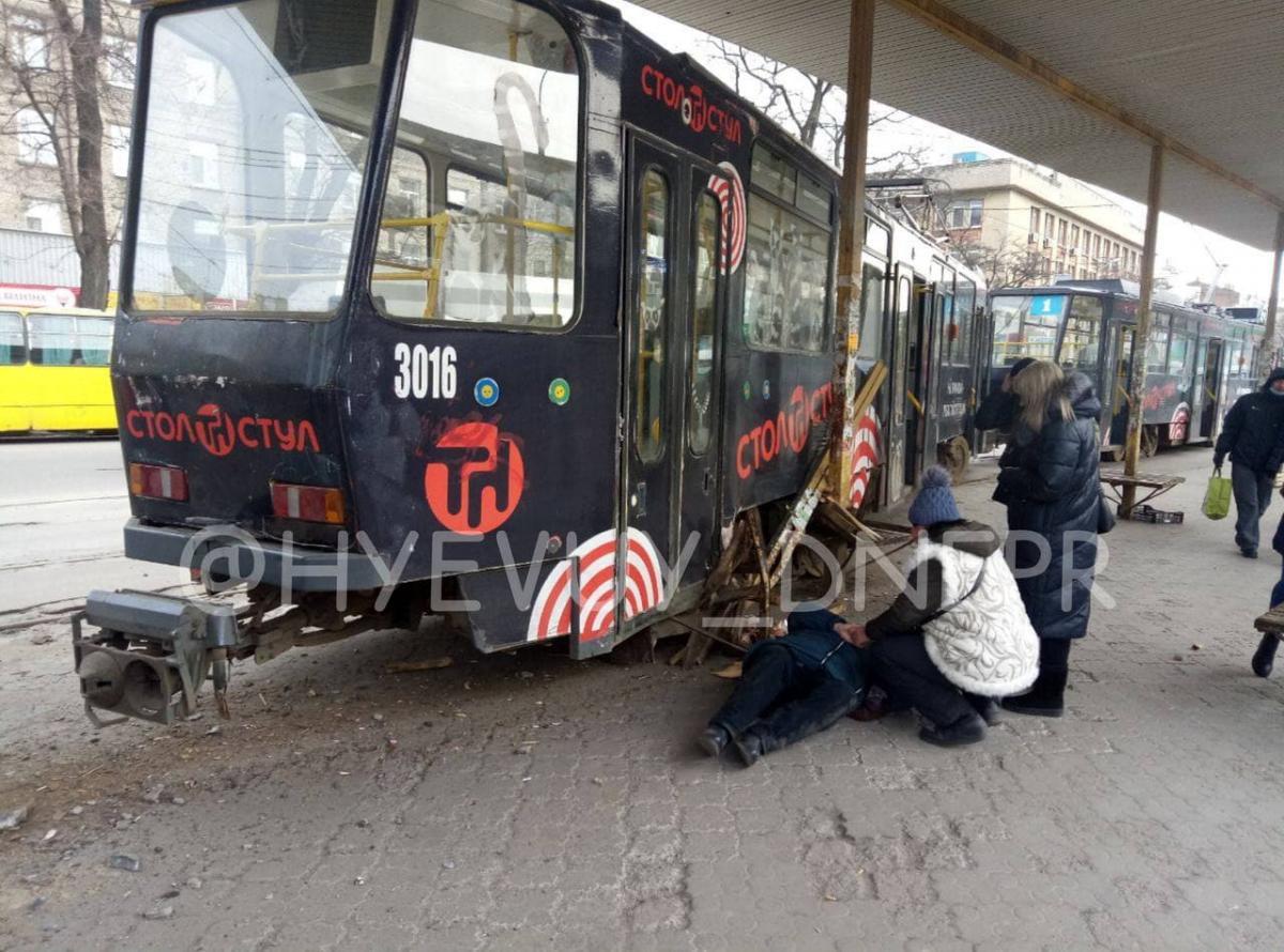 В Днепре трамвай придавил женщину на остановке/t.me/hyevuy_dnepr
