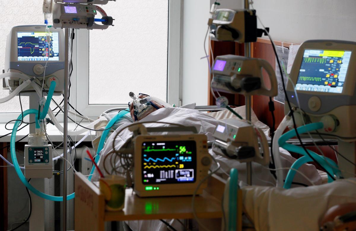 Названо сопутствующее заболевание при COVID-19, котороечаще всего убивает украинцев / фото REUTERS