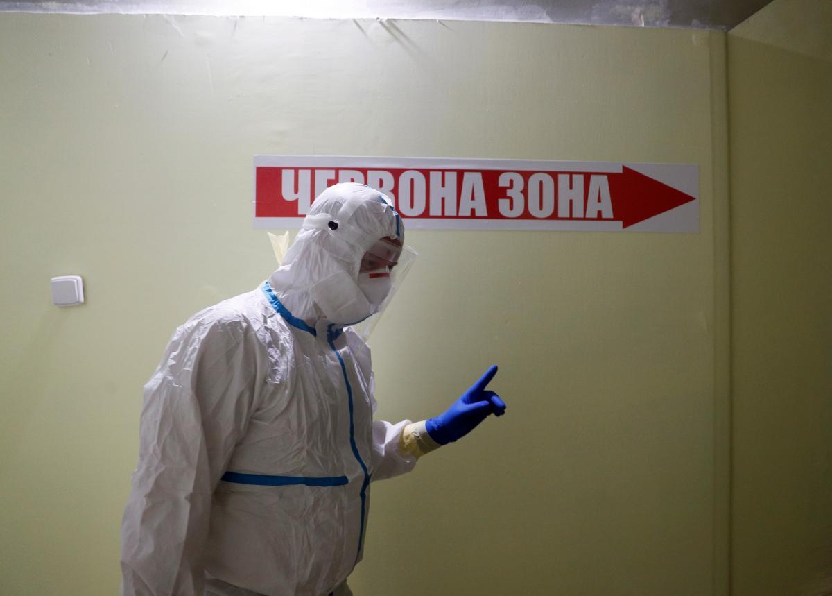 Ковидные госпитали Прикарпатья полностью заполнены / REUTERS
