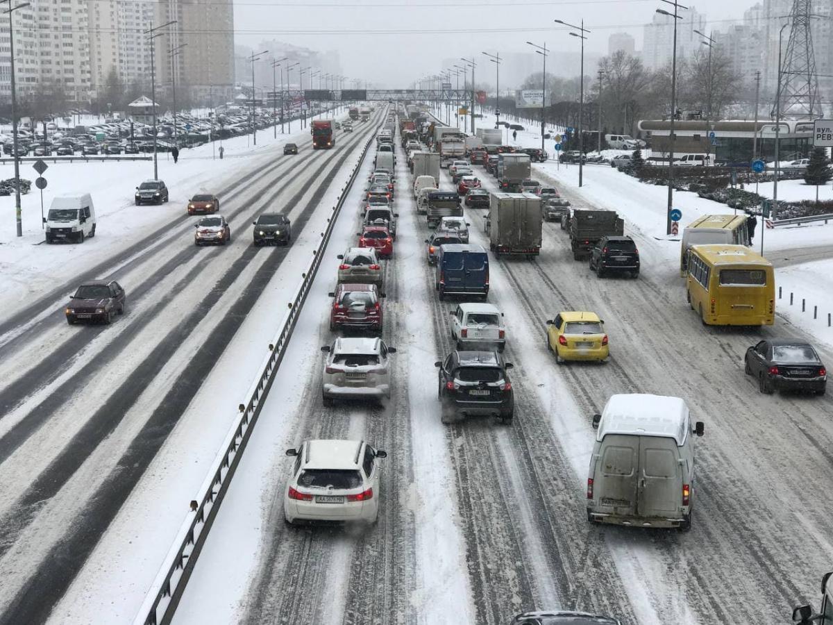 Основні магістралі Києва зупинилися через затори / фото УНІАН, Юрій Годован