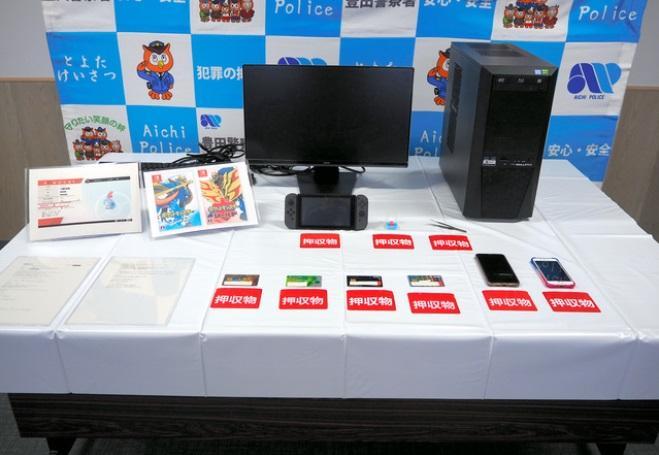 Компьютер и консоль задержанного /фото asahi.com