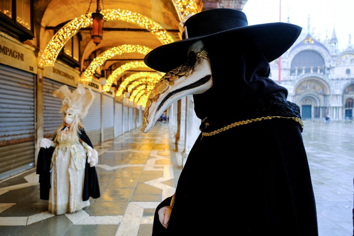 Венецианский карнавал в этом году проходит без масштабных мероприятий и туристов / фото REUTERS