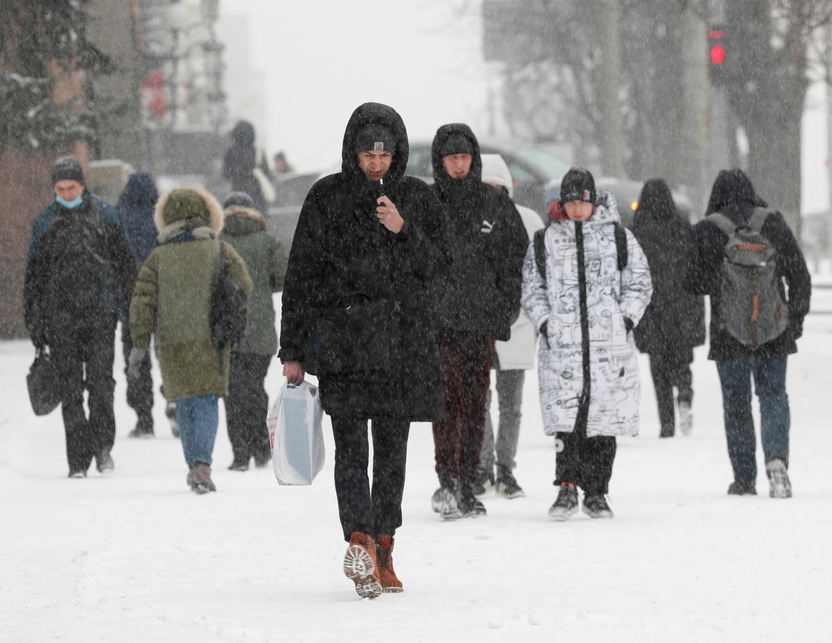 Сегодня украинцев снова ожидают снегопады / Фото REUTERS