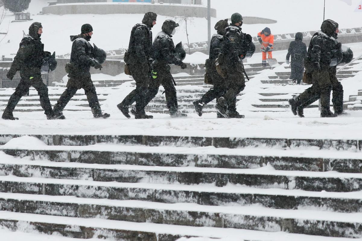 Как не упасть на льду - советы специалиста / REUTERS