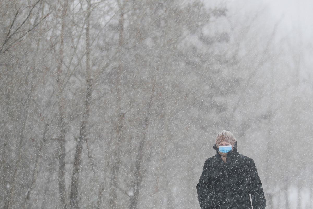 Пока Украину засыпает снегом, но с воскресенья он должен прекратиться / Фото REUTERS