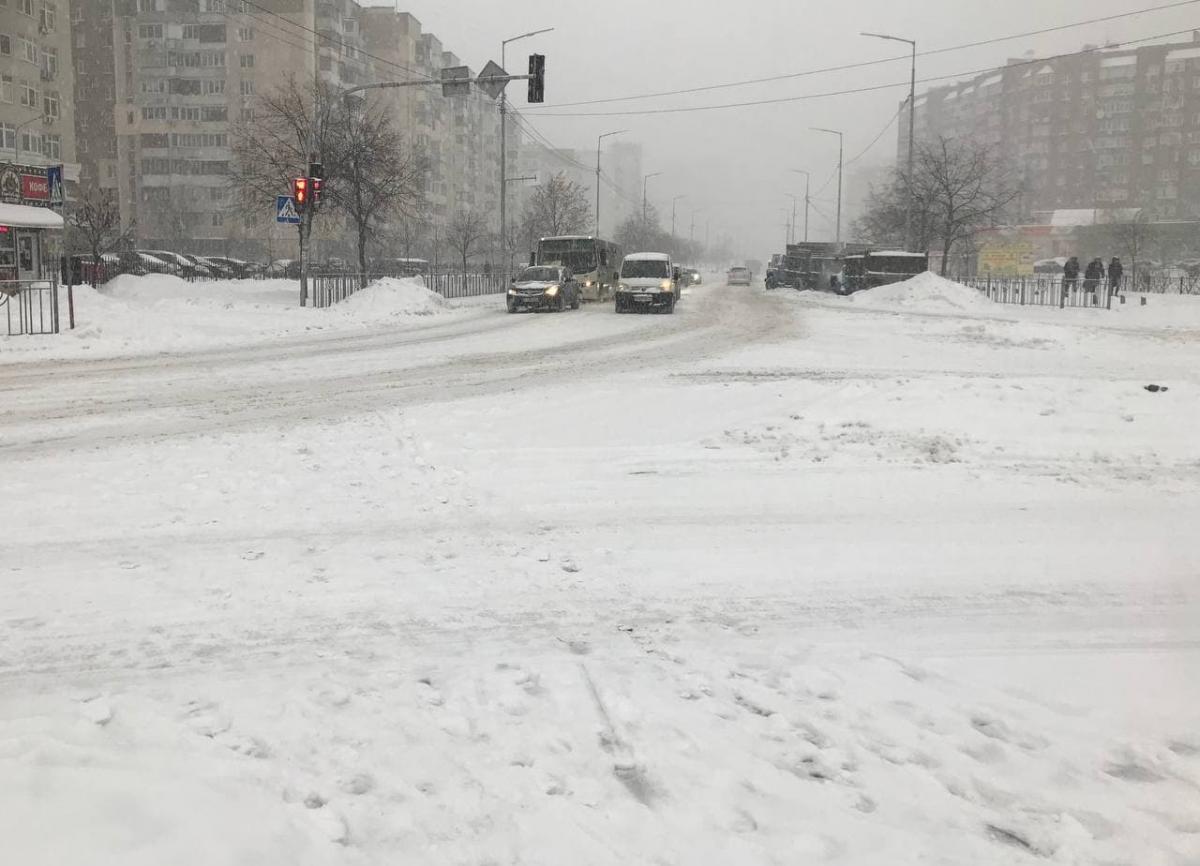 Вулиця Драгоманова на Позняках / фото УНІАН, Юрій Годован