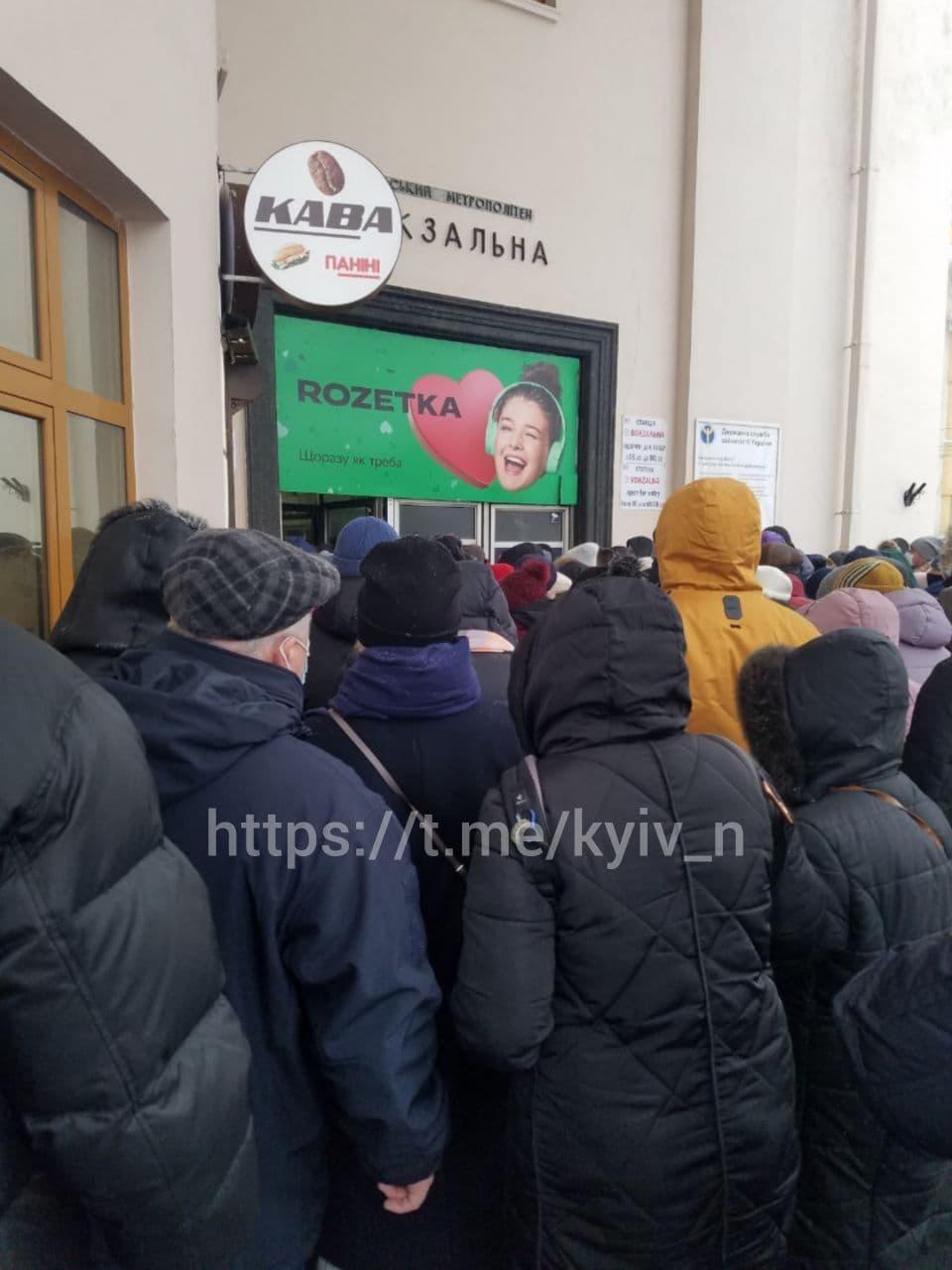 """""""Вокзальна"""" сьогодні вранці / фото Київ зараз"""