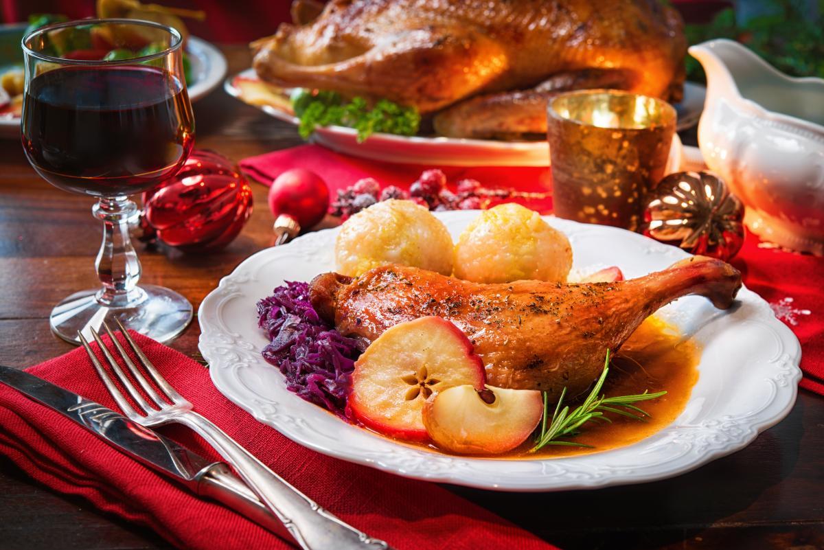 Как приготовить сочную утку с яблоками в духовке / фото ua.depositphotos.com