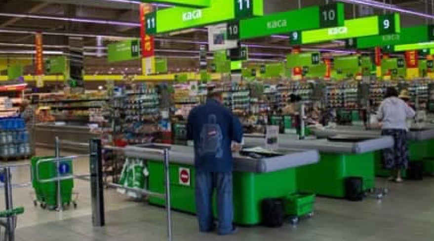 """В супермаркете уволили старшего кассира/ фото facebook """"Рух за мову"""""""