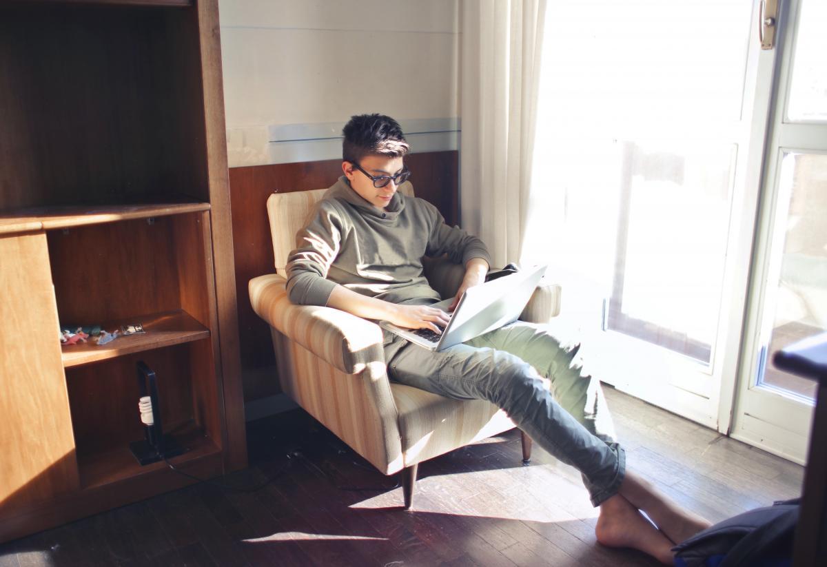 Постоянная работа населения из дома способствует появлению новых киберугроз/ фото ua.depositphotos.com