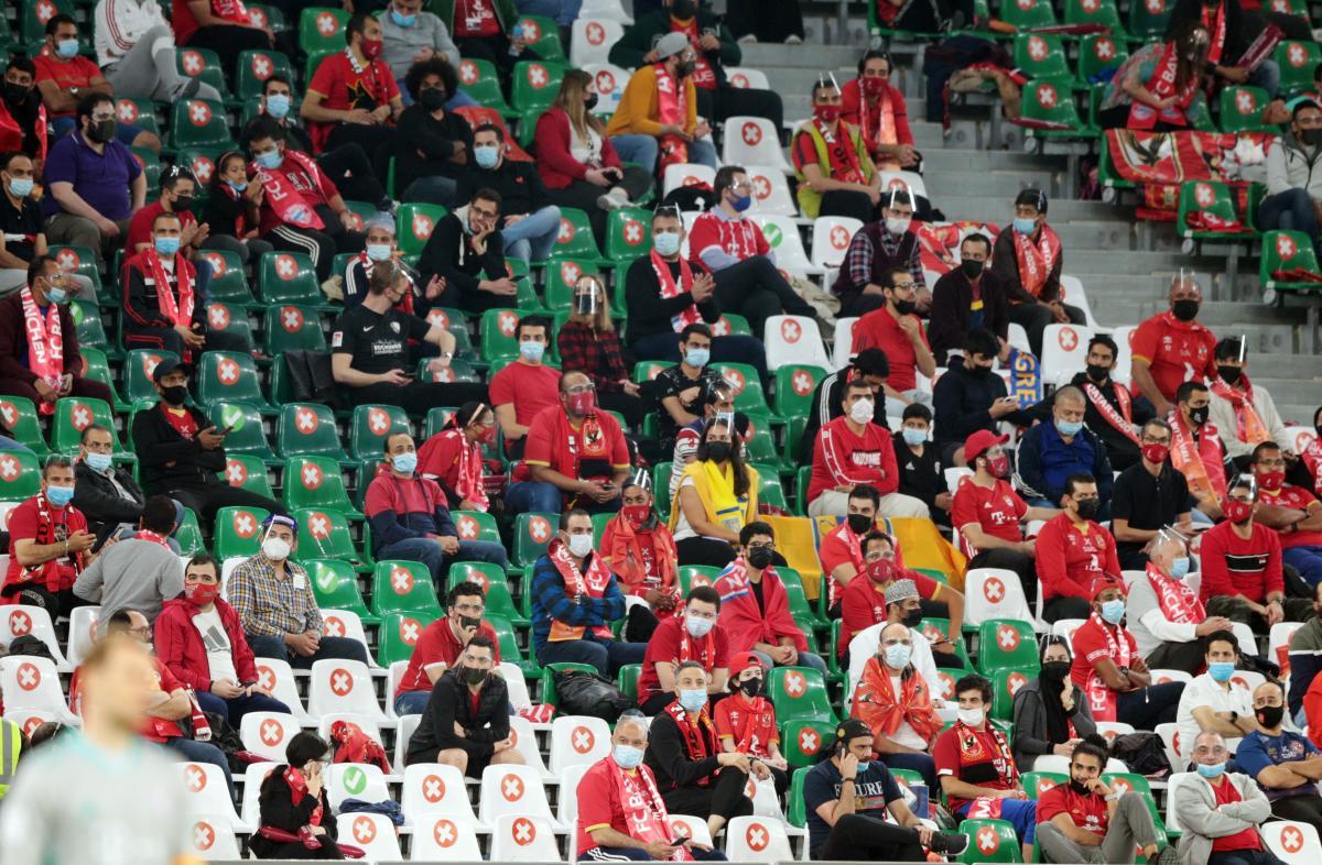 На матче присутствуют болельщики / фото REUTERS