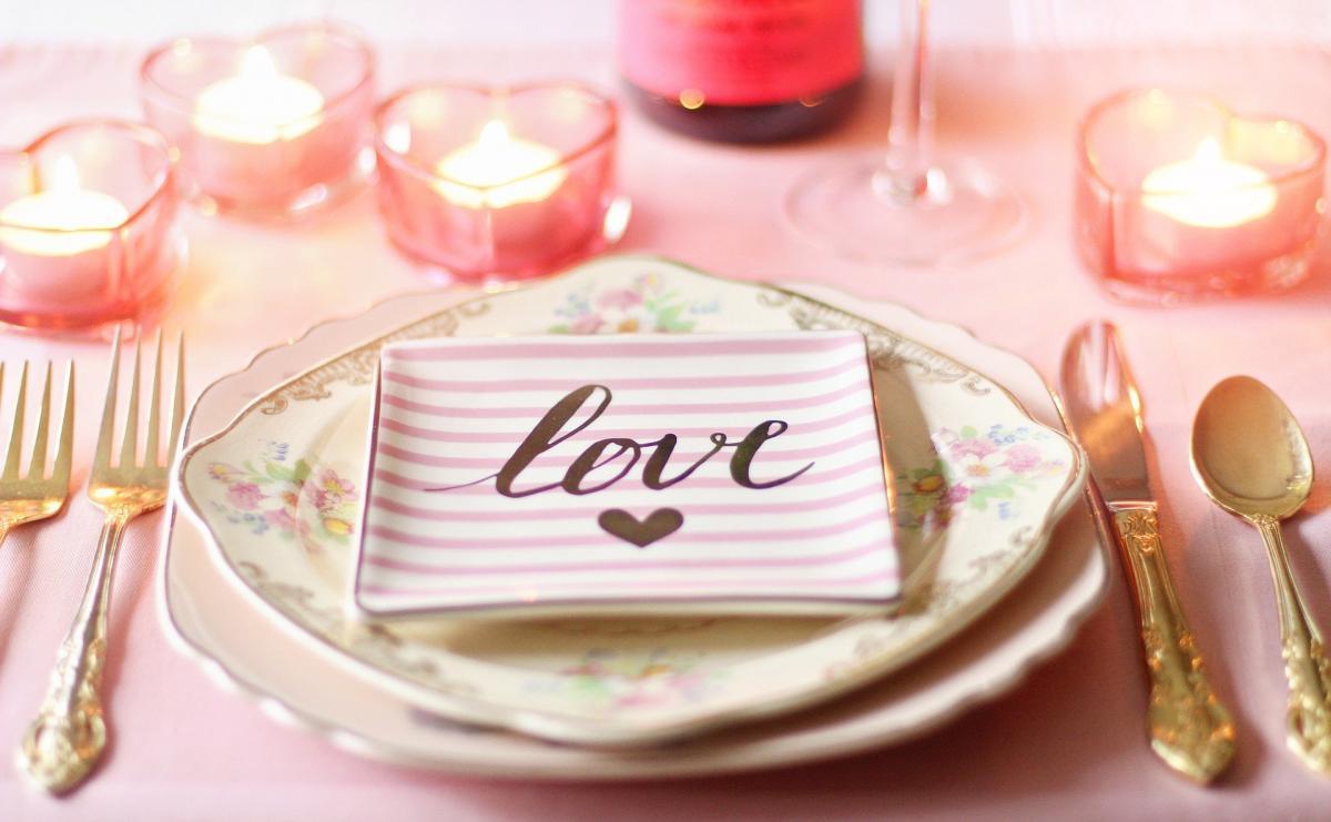 Праздничный стол на День святого Валентина - рецепты / фото pixabay.com