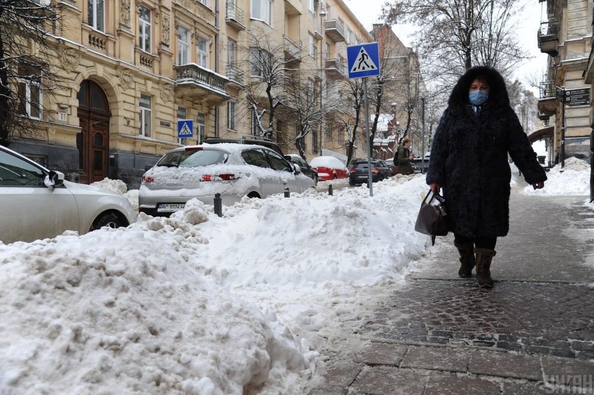 Львів засипало снігом / фото УНІАН
