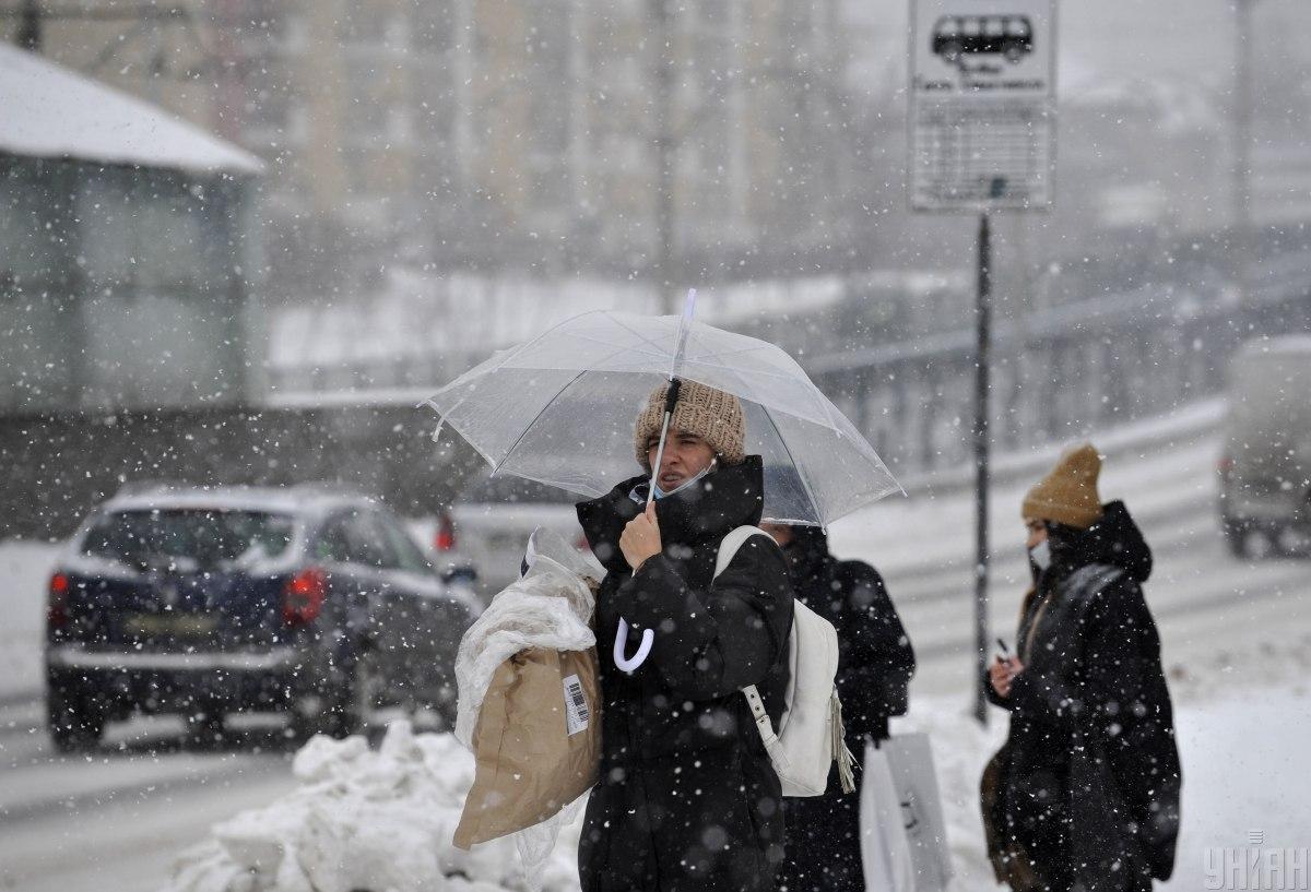 Завтра деякі області України знову засипатиме снігом / Фото УНІАН